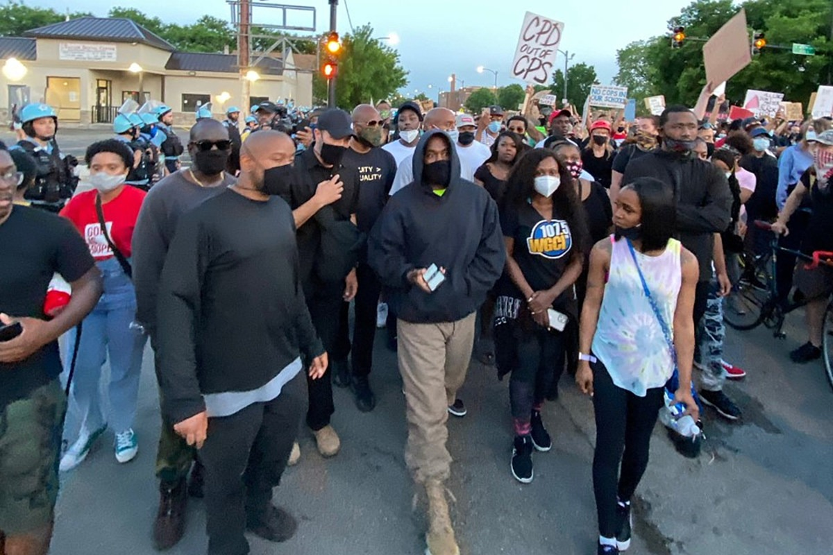 Kanye West Protests in Hometown of Chicago