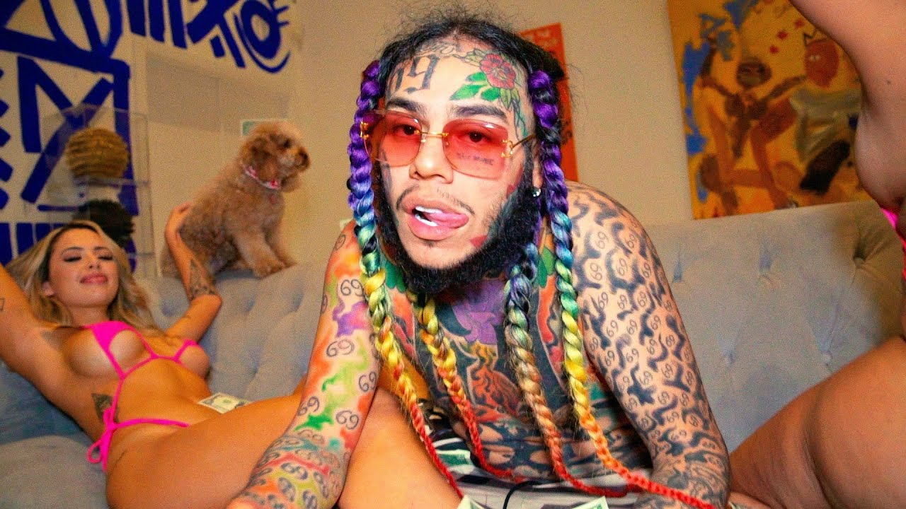 Tekashi 69 Offers Up Positive Advice While Flaunting Enormous Wealth