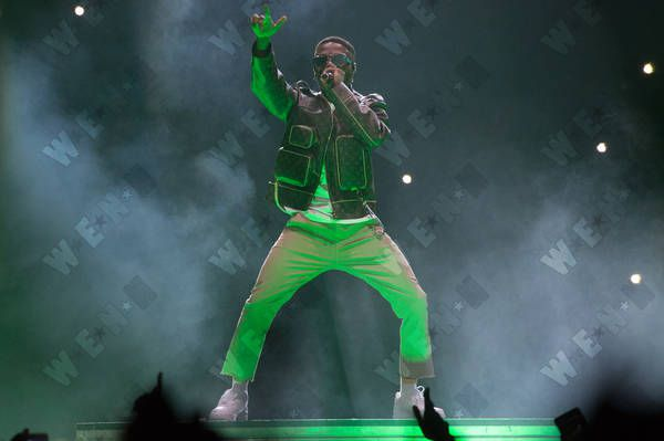 """WizKid Performs """"Essence"""" with Justin Bieber at """"Made in America"""""""